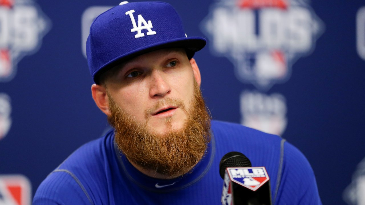 J.P. Howell decide permanecer con los Dodgers en 2016