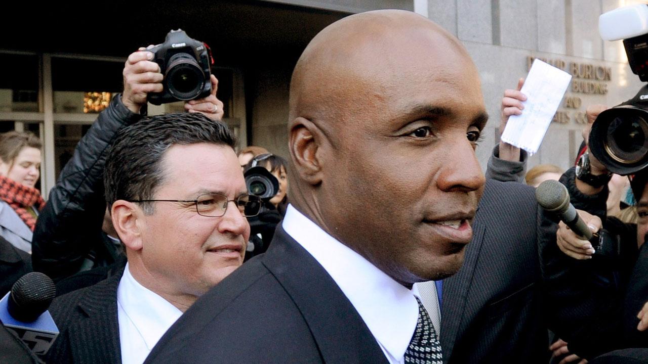 Tribunal revoca fallo de culpabilidad contra Bonds