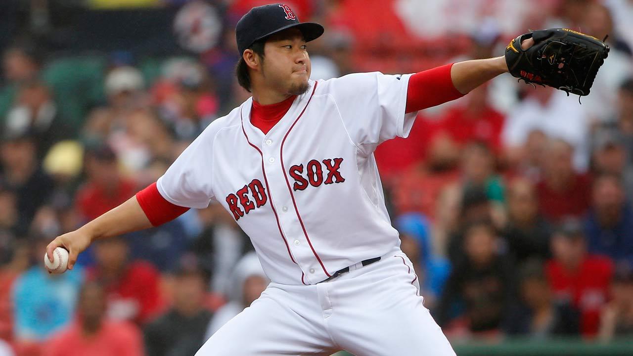 Junichi Tazawa acordó por un año con los Medias Rojas