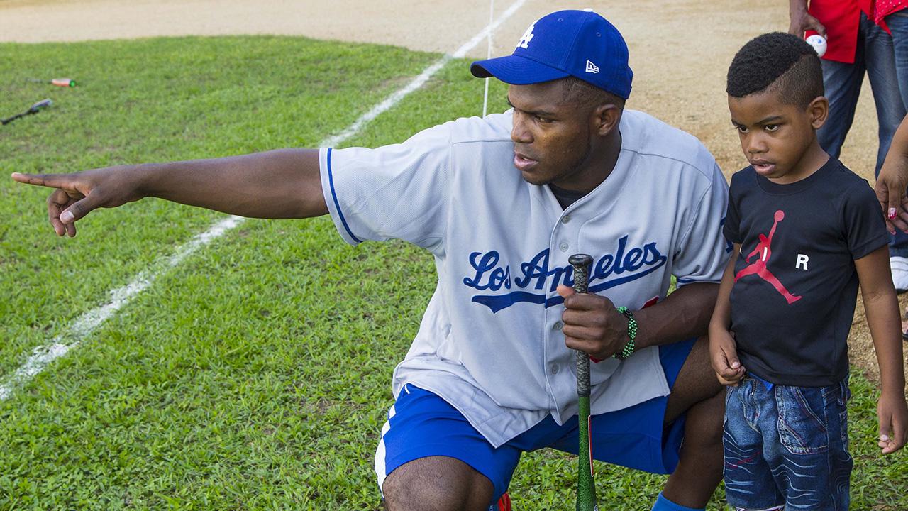 MLB concluye su gira de buena voluntad en Cuba