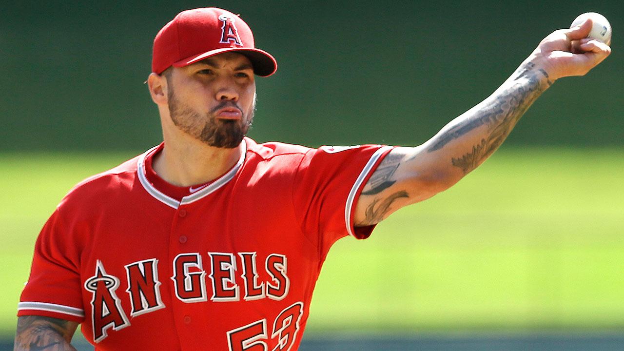Angelinos evitan el arbitraje con Héctor Santiago
