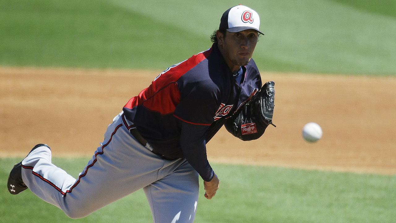 Dodgers le dan pacto de liga menor a Freddy García