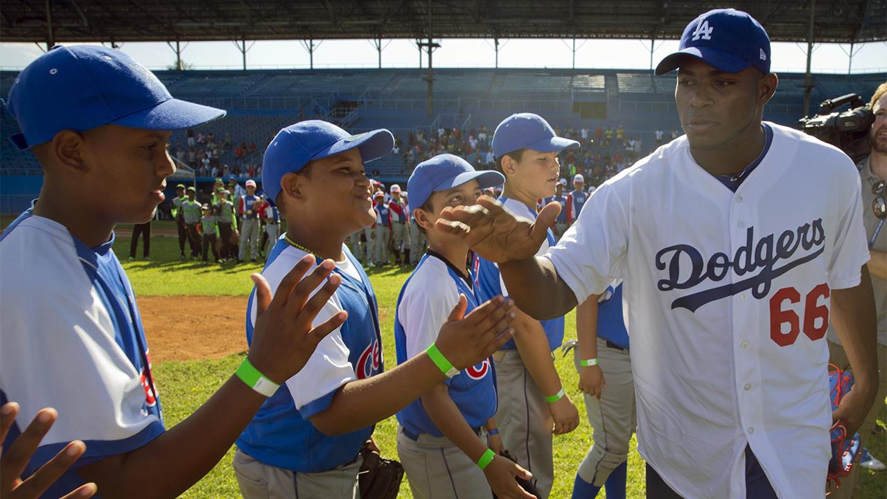 Ídolos de Grandes Ligas fascinan a niños cubanos