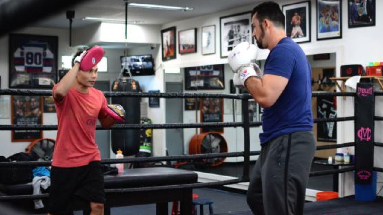 Adrián González integra el boxeo a su programa de entrenamientos