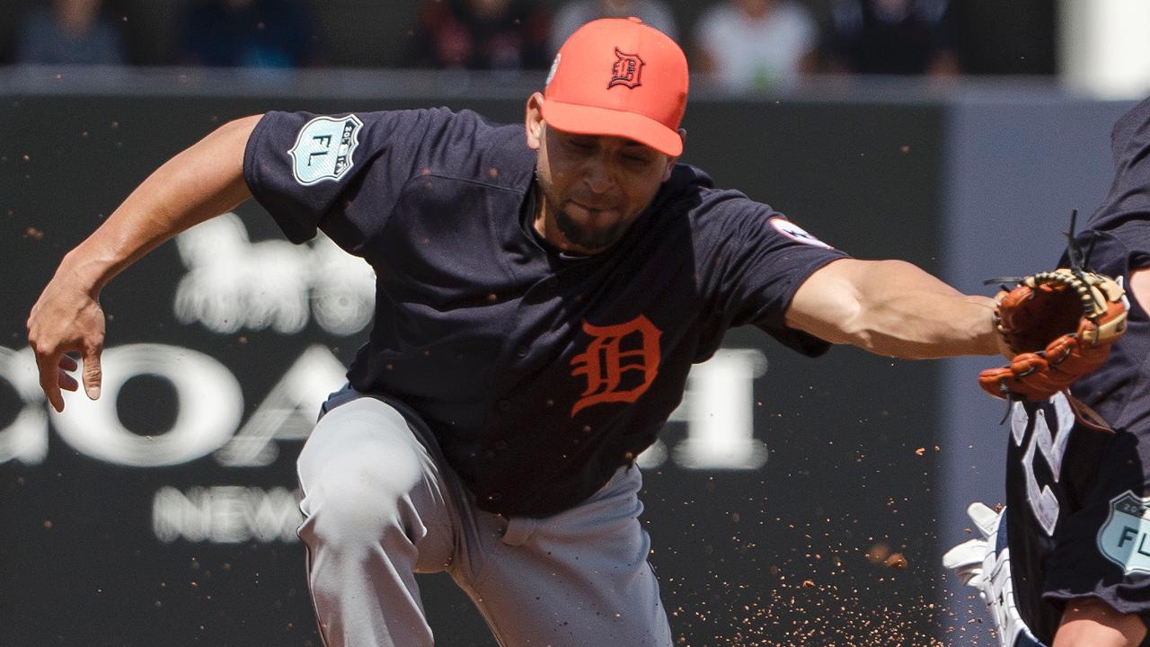 Omar Infante lucha por revivir su carrera en los Tigres de Detroit